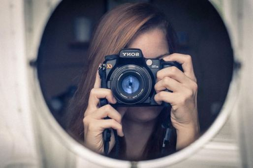 woman with camera (1)