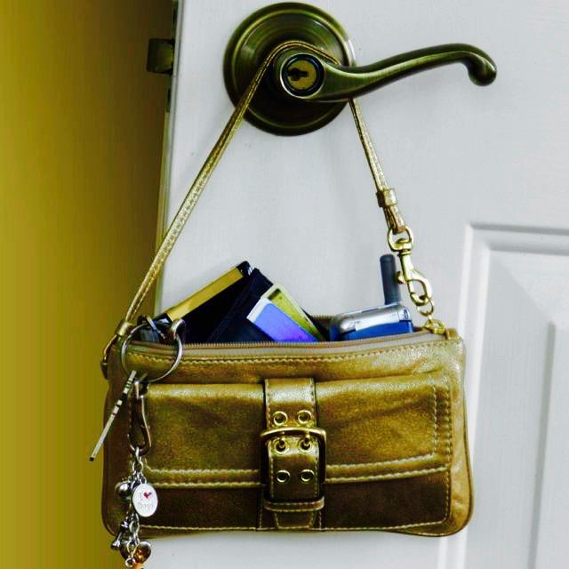 keys and purse - 1