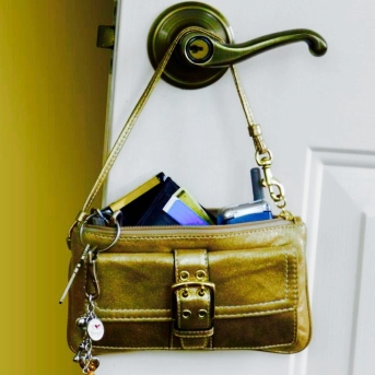 keys and purse - 1